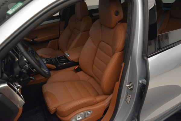 Used 2016 Porsche Cayenne Turbo for sale Sold at Aston Martin of Greenwich in Greenwich CT 06830 18