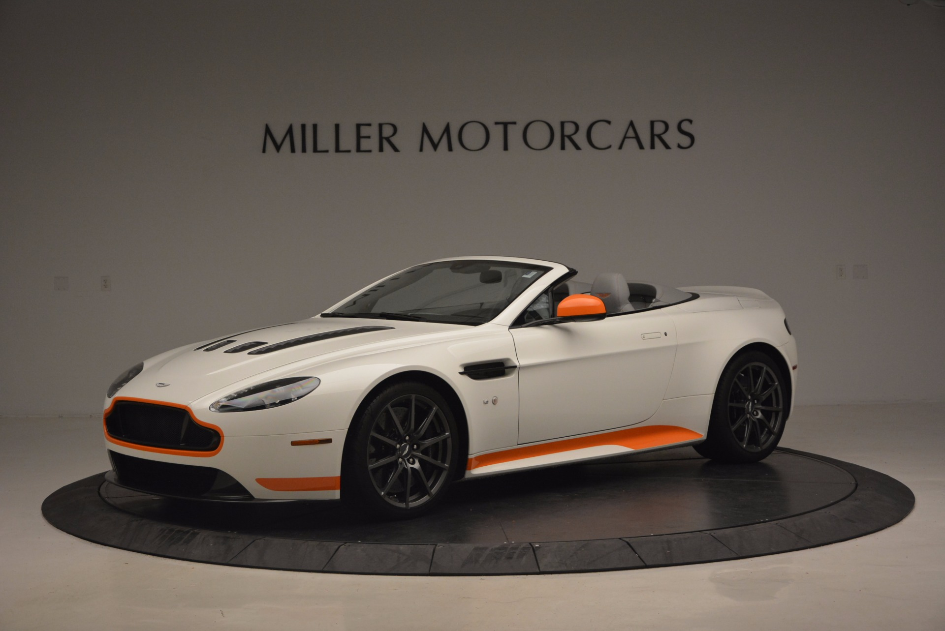 Used 2017 Aston Martin V12 Vantage S Convertible for sale $155,900 at Aston Martin of Greenwich in Greenwich CT 06830 1
