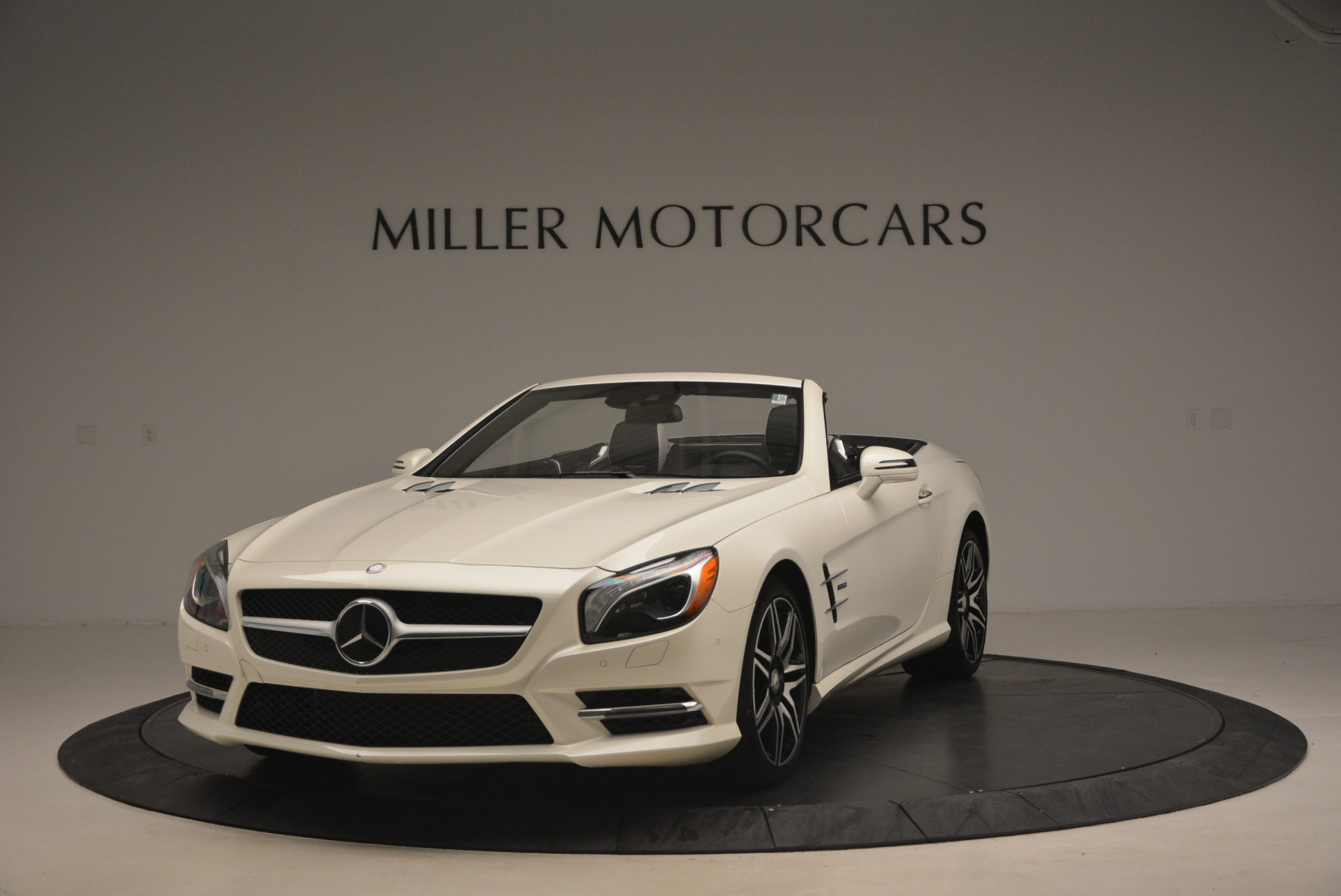 Used 2015 Mercedes Benz SL-Class SL 550 for sale Sold at Aston Martin of Greenwich in Greenwich CT 06830 1