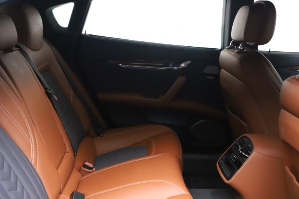 Used 2017 Maserati Quattroporte SQ4 GranLusso/ Zegna for sale $62,900 at Aston Martin of Greenwich in Greenwich CT 06830 23