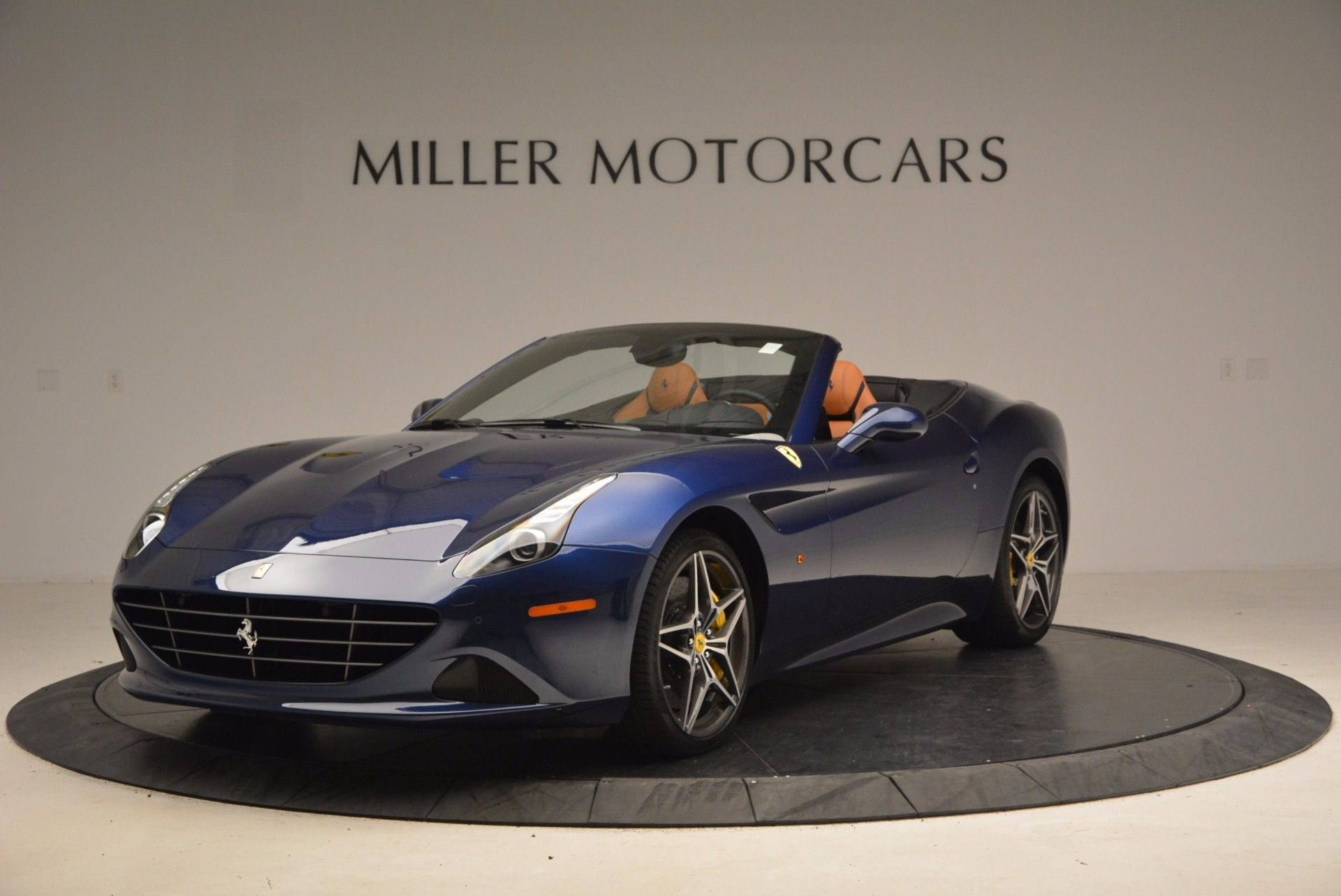 Used 2017 Ferrari California T Handling Speciale for sale $189,900 at Aston Martin of Greenwich in Greenwich CT 06830 1