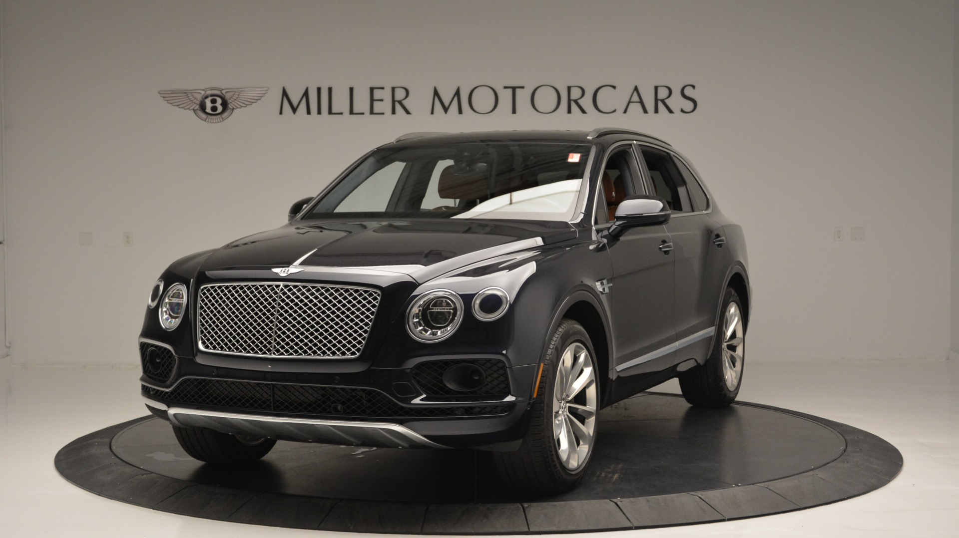 Used 2018 Bentley Bentayga W12 Signature for sale Sold at Aston Martin of Greenwich in Greenwich CT 06830 1