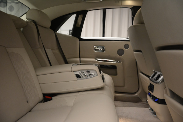 Used 2010 Rolls-Royce Ghost for sale Sold at Aston Martin of Greenwich in Greenwich CT 06830 25