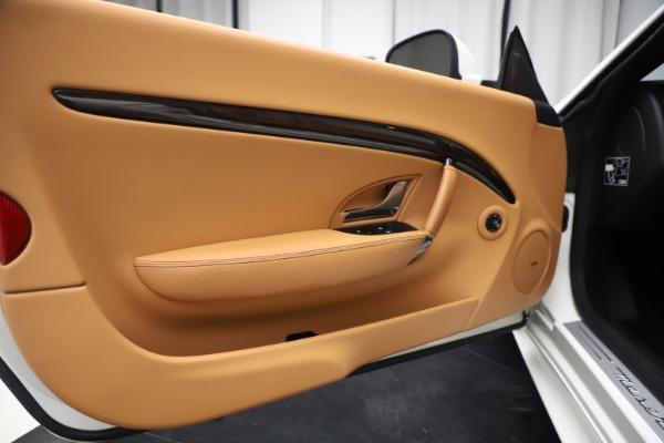 Used 2017 Maserati GranTurismo Convertible Sport for sale $84,900 at Aston Martin of Greenwich in Greenwich CT 06830 27