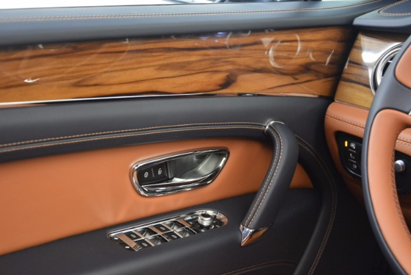 Used 2018 Bentley Bentayga Onyx for sale Sold at Aston Martin of Greenwich in Greenwich CT 06830 23