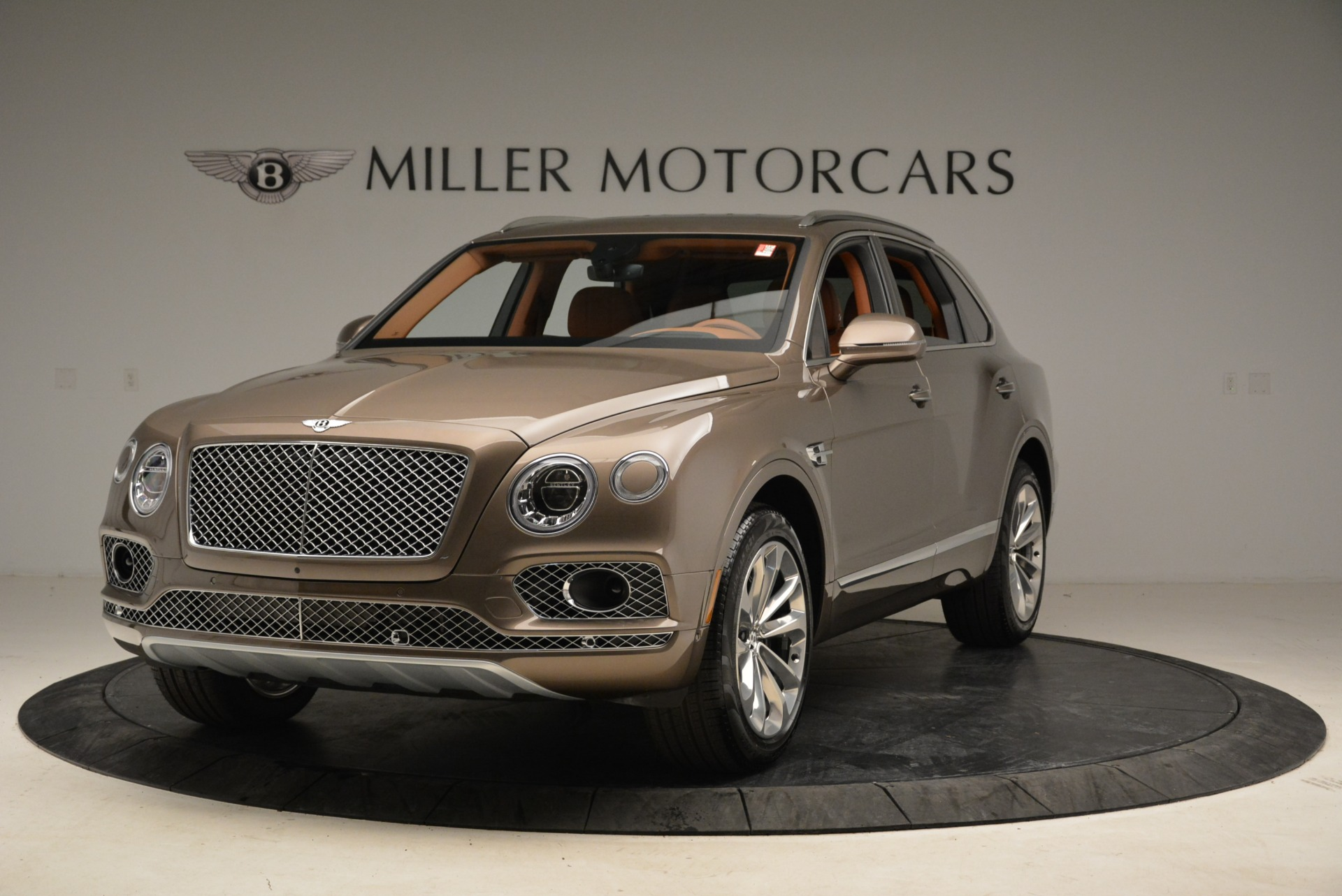 Used 2018 Bentley Bentayga W12 Signature for sale $156,900 at Aston Martin of Greenwich in Greenwich CT 06830 1