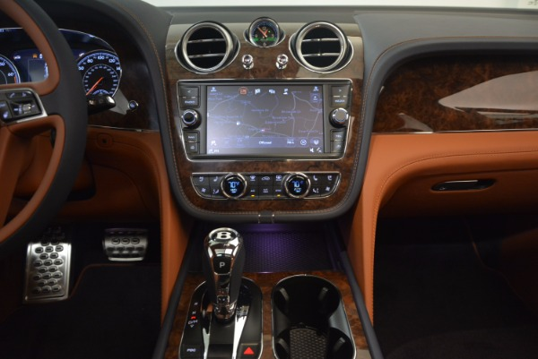 New 2018 Bentley Bentayga Signature for sale Sold at Aston Martin of Greenwich in Greenwich CT 06830 27