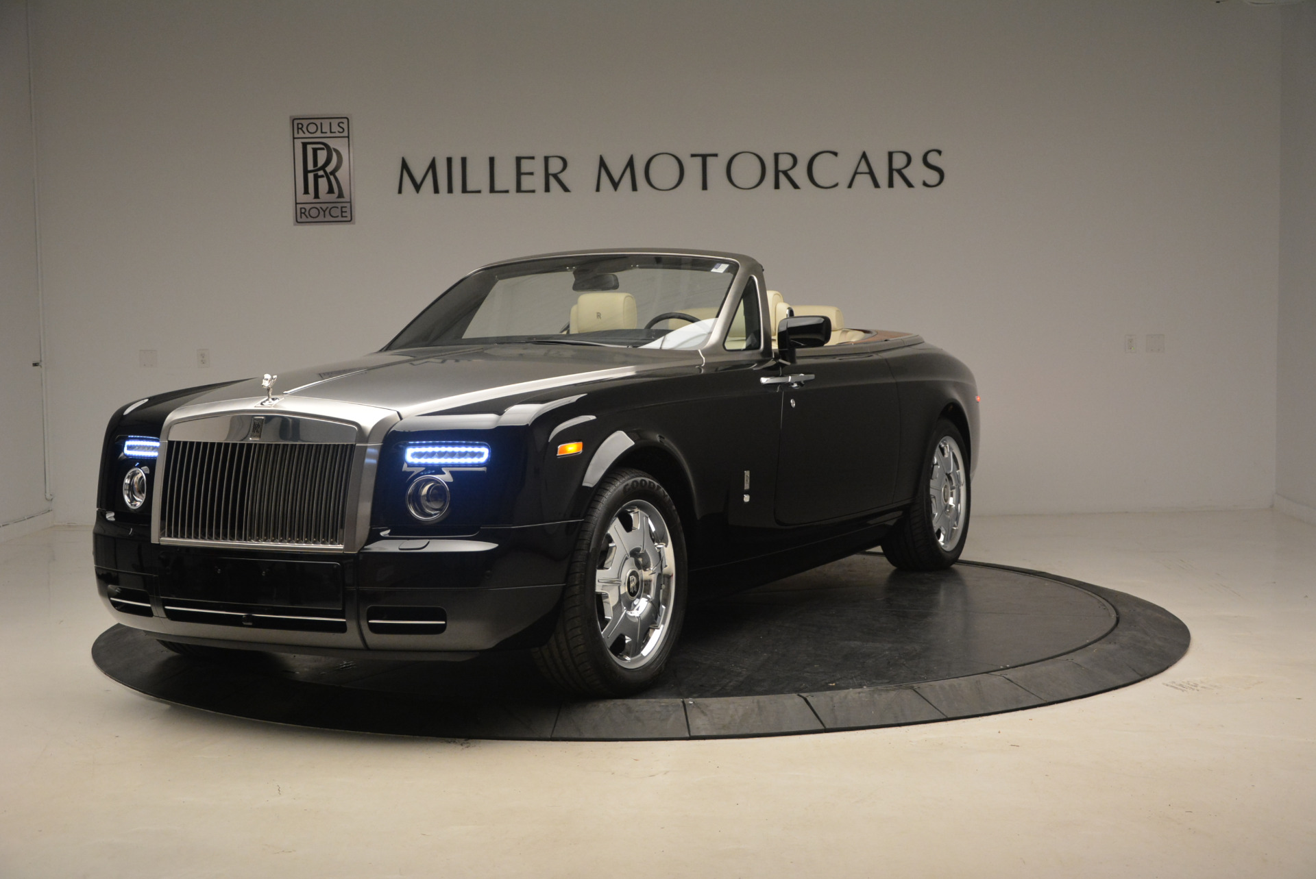 Used 2009 Rolls-Royce Phantom Drophead Coupe for sale Sold at Aston Martin of Greenwich in Greenwich CT 06830 1