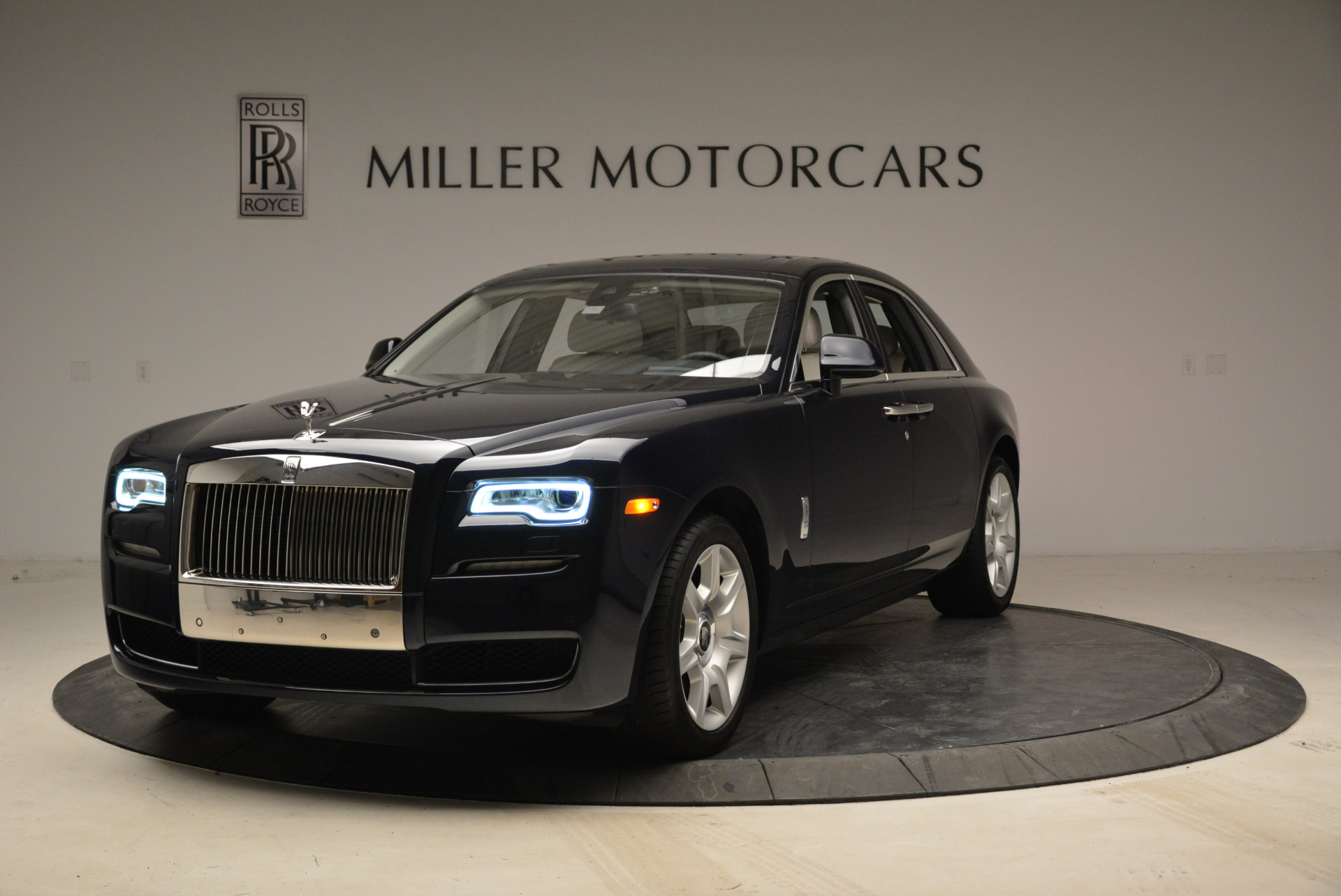 Used 2015 Rolls-Royce Ghost for sale $159,900 at Aston Martin of Greenwich in Greenwich CT 06830 1