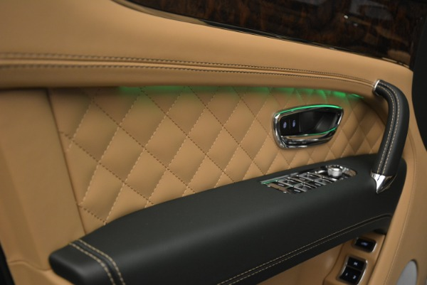 New 2018 Bentley Bentayga Signature for sale Sold at Aston Martin of Greenwich in Greenwich CT 06830 23