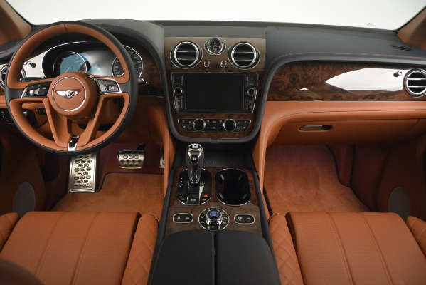 Used 2018 Bentley Bentayga Signature for sale Sold at Aston Martin of Greenwich in Greenwich CT 06830 25