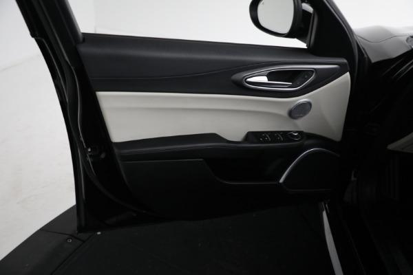 Used 2018 Alfa Romeo Giulia Ti Sport Q4 for sale $34,900 at Aston Martin of Greenwich in Greenwich CT 06830 15