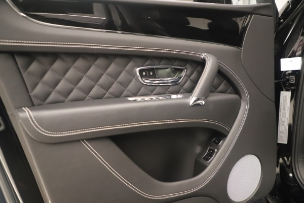 Used 2018 Bentley Bentayga W12 Signature for sale Sold at Aston Martin of Greenwich in Greenwich CT 06830 16