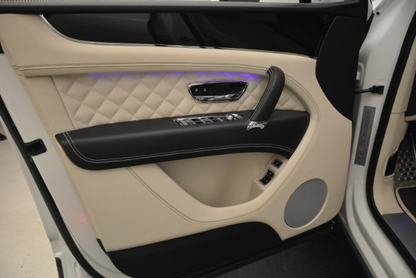 Used 2018 Bentley Bentayga Signature for sale Sold at Aston Martin of Greenwich in Greenwich CT 06830 17