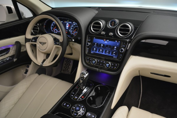 Used 2018 Bentley Bentayga Signature for sale Sold at Aston Martin of Greenwich in Greenwich CT 06830 28