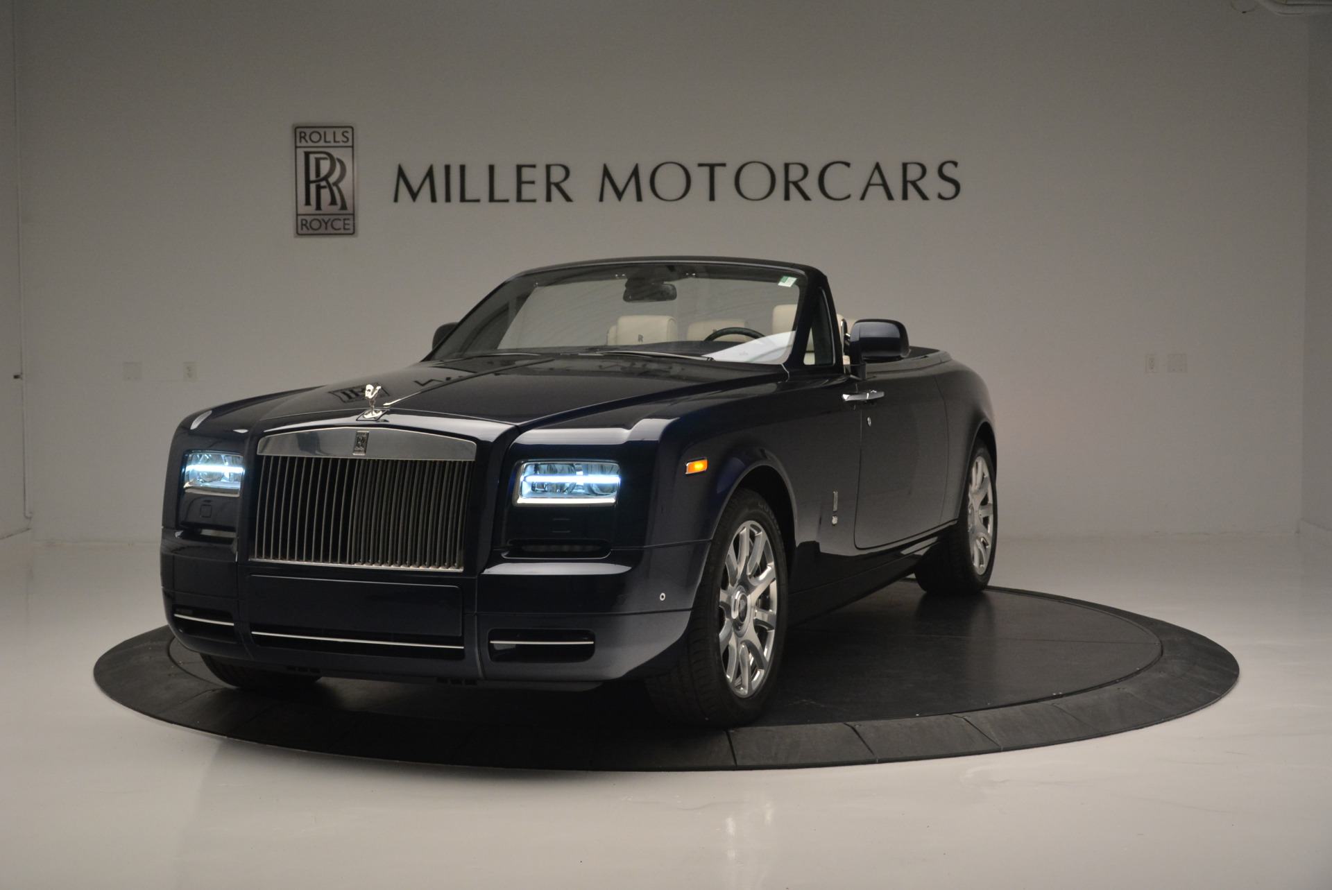 Used 2014 Rolls-Royce Phantom Drophead Coupe for sale Sold at Aston Martin of Greenwich in Greenwich CT 06830 1