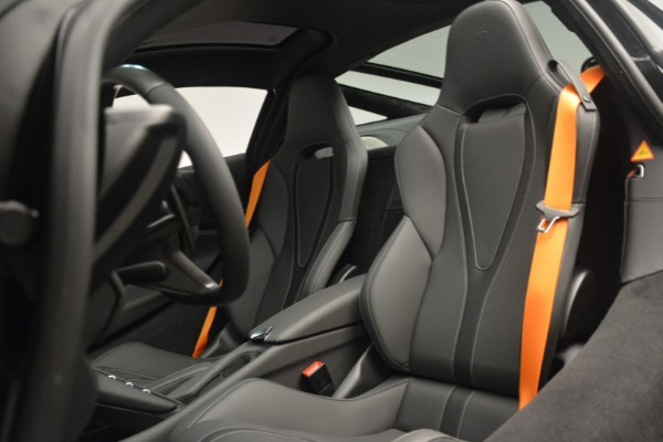 New 2019 McLaren 720S Coupe for sale $336,440 at Aston Martin of Greenwich in Greenwich CT 06830 20