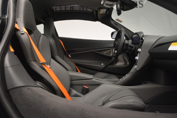 New 2019 McLaren 720S Coupe for sale $336,440 at Aston Martin of Greenwich in Greenwich CT 06830 21