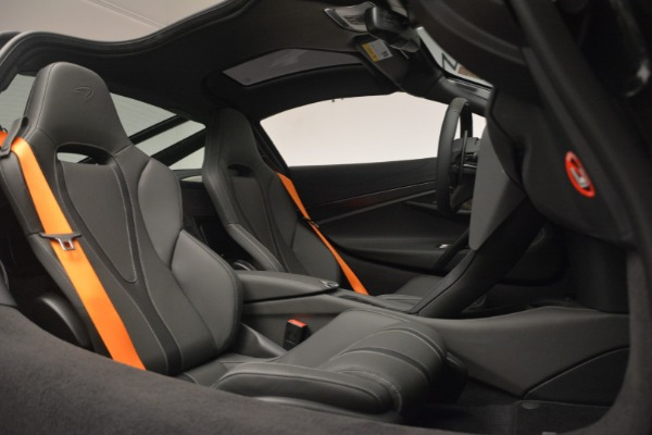 New 2019 McLaren 720S Coupe for sale $336,440 at Aston Martin of Greenwich in Greenwich CT 06830 22