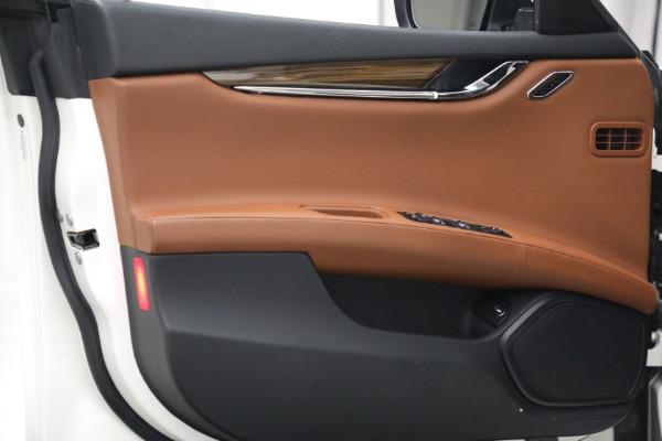 Used 2015 Maserati Quattroporte S Q4 for sale Sold at Aston Martin of Greenwich in Greenwich CT 06830 14