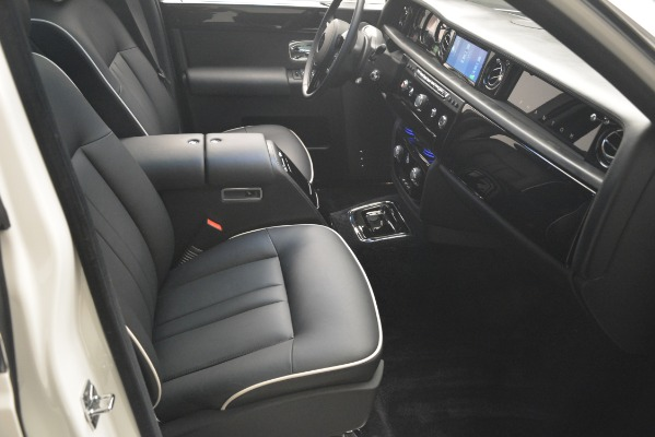 Used 2014 Rolls-Royce Phantom for sale Sold at Aston Martin of Greenwich in Greenwich CT 06830 27