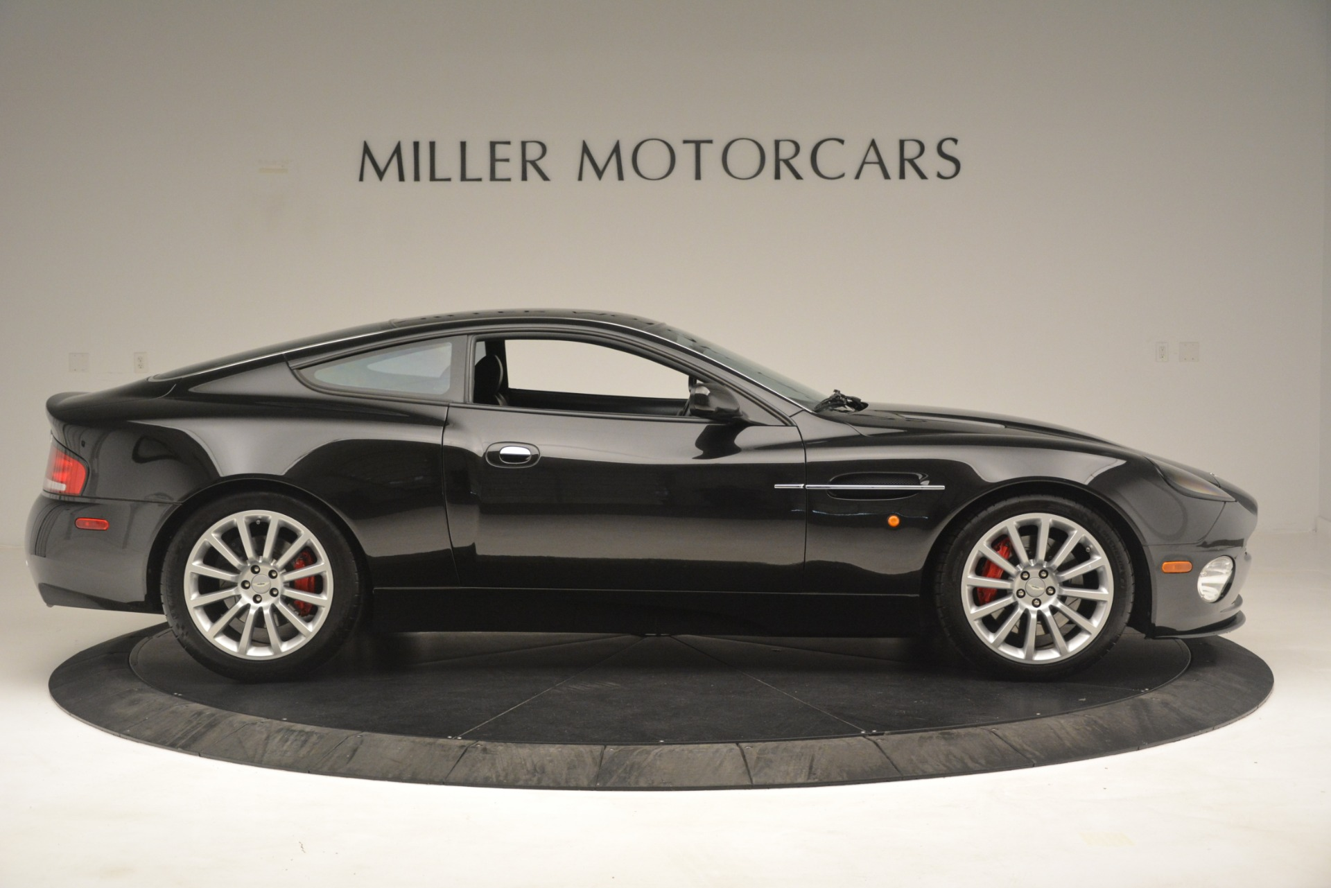 Pre Owned 2004 Aston Martin V12 Vanquish For Sale Special Pricing Aston Martin Of Greenwich Stock 7557c