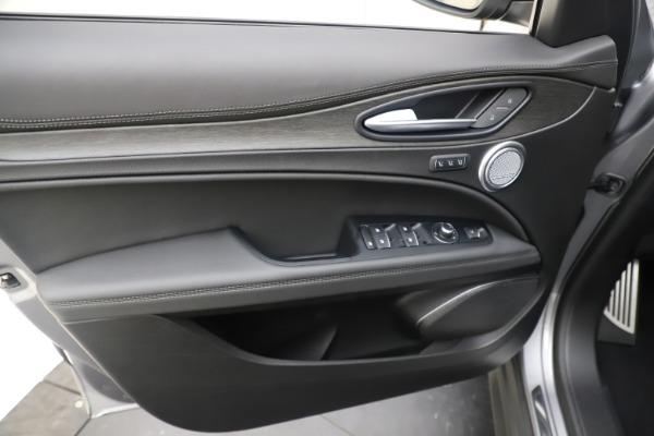 New 2019 Alfa Romeo Stelvio Ti Lusso Q4 for sale Sold at Aston Martin of Greenwich in Greenwich CT 06830 17