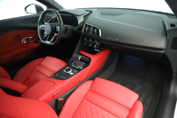Used 2018 Audi R8 5.2 quattro V10 Plus for sale Sold at Aston Martin of Greenwich in Greenwich CT 06830 18