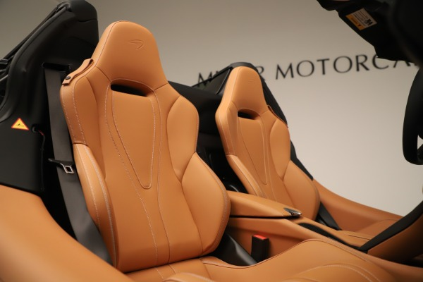 New 2020 McLaren 720S Spider Luxury for sale $372,250 at Aston Martin of Greenwich in Greenwich CT 06830 13