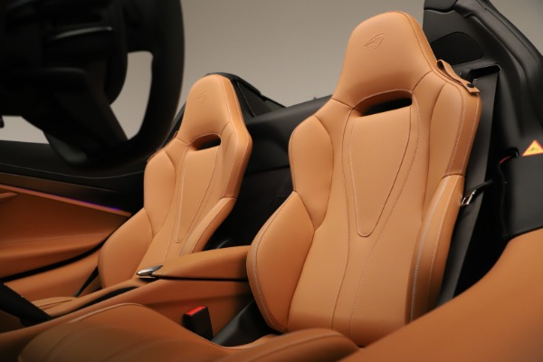 New 2020 McLaren 720S Spider Convertible for sale $372,250 at Aston Martin of Greenwich in Greenwich CT 06830 16
