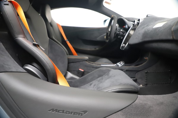 New 2019 McLaren 600LT for sale $311,619 at Aston Martin of Greenwich in Greenwich CT 06830 23