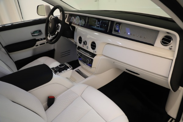 New 2020 Rolls-Royce Phantom for sale $545,200 at Aston Martin of Greenwich in Greenwich CT 06830 22
