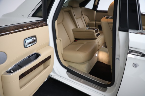Used 2015 Rolls-Royce Ghost for sale $166,900 at Aston Martin of Greenwich in Greenwich CT 06830 21