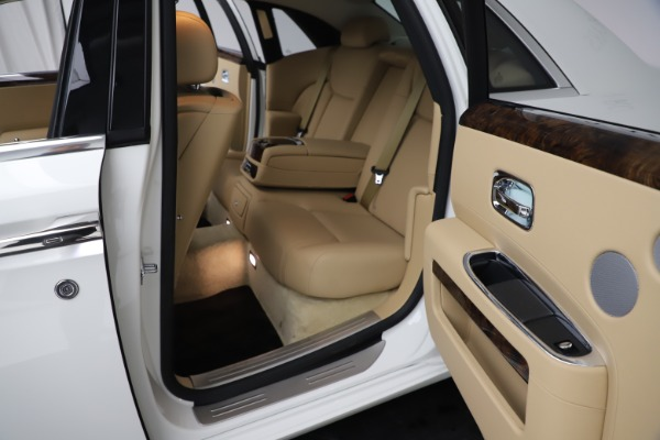 Used 2015 Rolls-Royce Ghost for sale $166,900 at Aston Martin of Greenwich in Greenwich CT 06830 22