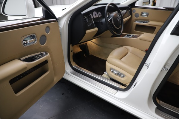 Used 2015 Rolls-Royce Ghost for sale $166,900 at Aston Martin of Greenwich in Greenwich CT 06830 23