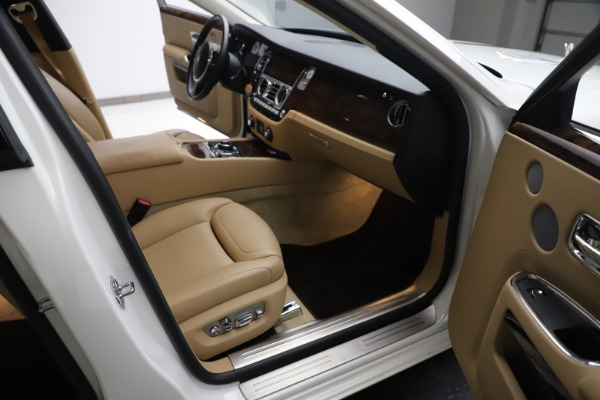 Used 2015 Rolls-Royce Ghost for sale $166,900 at Aston Martin of Greenwich in Greenwich CT 06830 24
