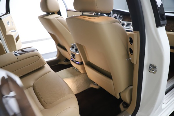 Used 2015 Rolls-Royce Ghost for sale $166,900 at Aston Martin of Greenwich in Greenwich CT 06830 25