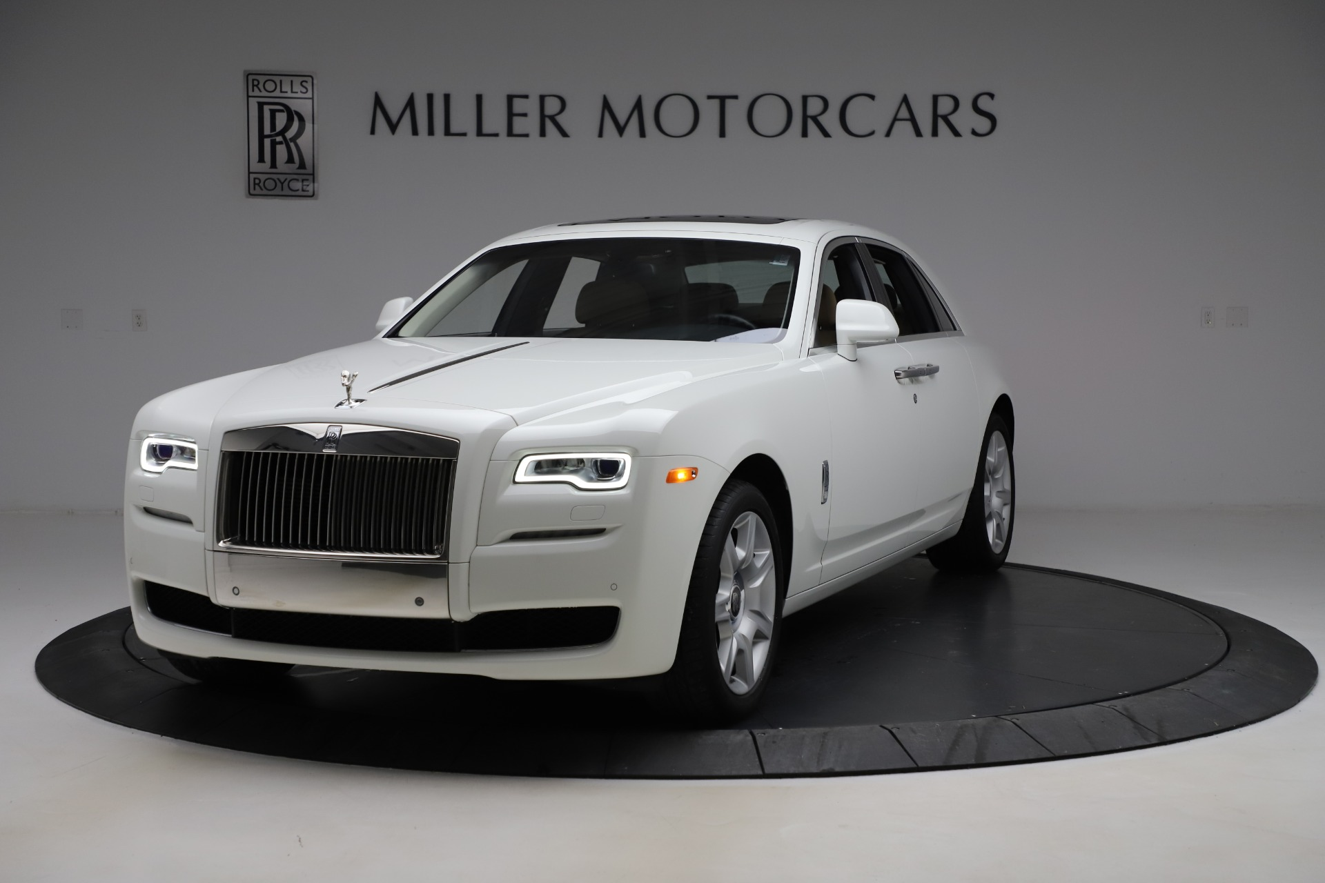 Used 2015 Rolls-Royce Ghost for sale $166,900 at Aston Martin of Greenwich in Greenwich CT 06830 1