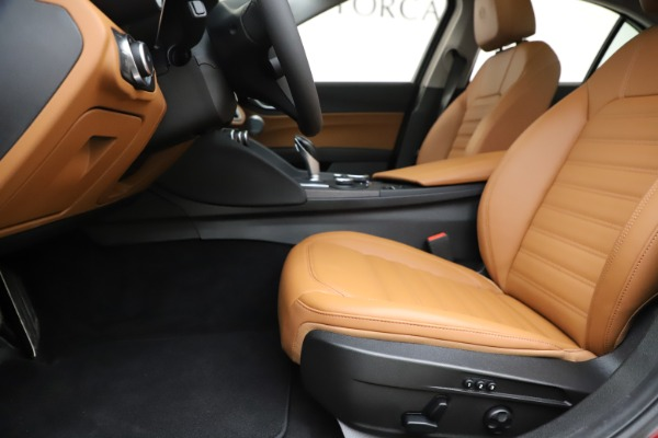 New 2019 Alfa Romeo Giulia Ti Lusso Q4 for sale Sold at Aston Martin of Greenwich in Greenwich CT 06830 14