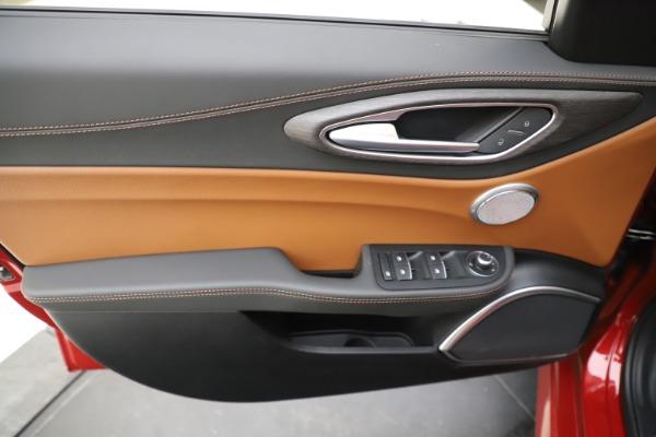 New 2019 Alfa Romeo Giulia Ti Lusso Q4 for sale Sold at Aston Martin of Greenwich in Greenwich CT 06830 17