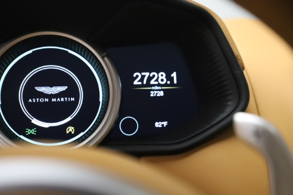Used 2017 Aston Martin DB11 V12 Coupe for sale $149,990 at Aston Martin of Greenwich in Greenwich CT 06830 19