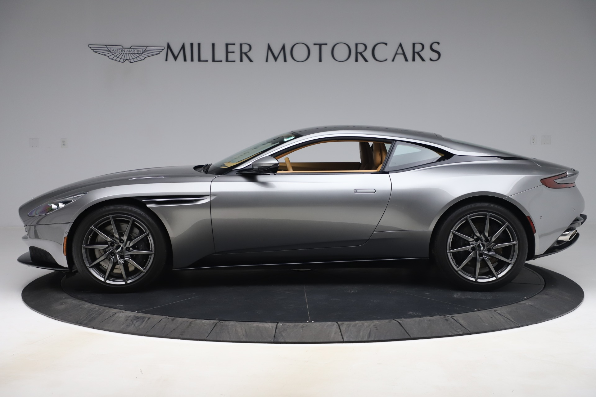 Pre Owned 2017 Aston Martin Db11 V12 Coupe For Sale 149 990 Aston Martin Of Greenwich Stock A1398a