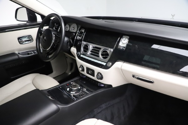 Used 2016 Rolls-Royce Ghost for sale $179,900 at Aston Martin of Greenwich in Greenwich CT 06830 18