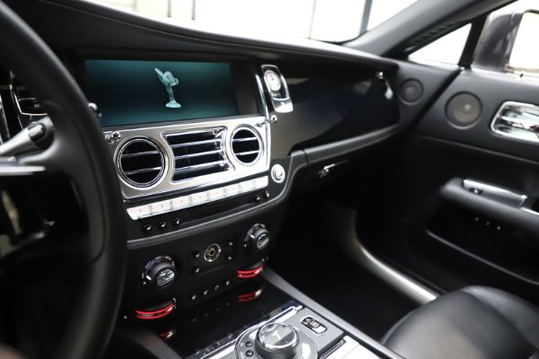 Used 2014 Rolls-Royce Wraith for sale $159,900 at Aston Martin of Greenwich in Greenwich CT 06830 18