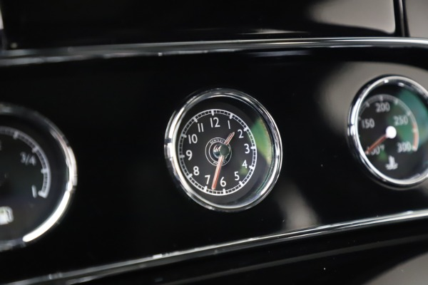 Used 2016 Bentley Mulsanne Speed for sale $149,900 at Aston Martin of Greenwich in Greenwich CT 06830 25