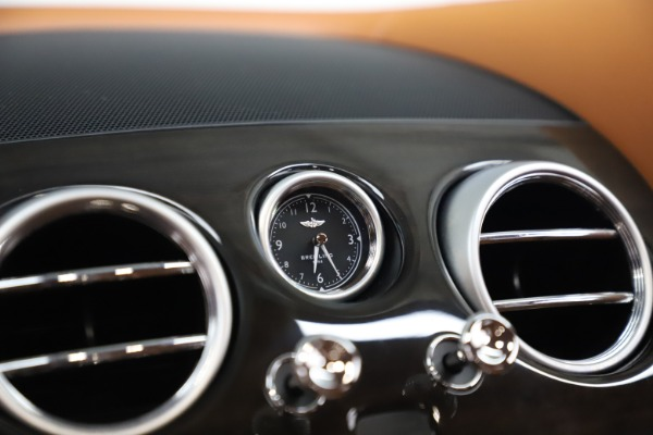 Used 2016 Bentley Flying Spur V8 for sale $114,900 at Aston Martin of Greenwich in Greenwich CT 06830 21