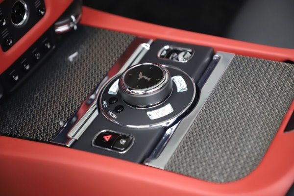 Used 2019 Rolls-Royce Dawn Black Badge for sale $355,900 at Aston Martin of Greenwich in Greenwich CT 06830 27