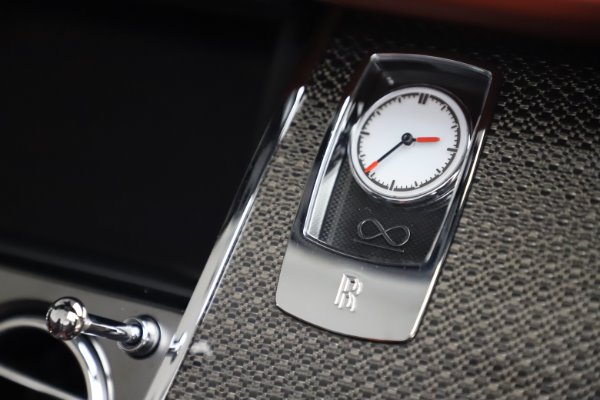 Used 2019 Rolls-Royce Dawn Black Badge for sale $355,900 at Aston Martin of Greenwich in Greenwich CT 06830 28