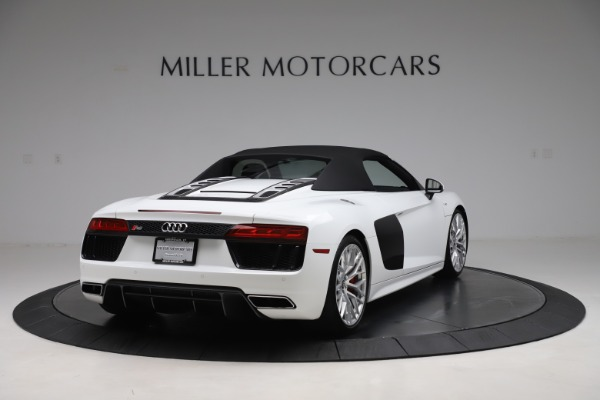 Used 2017 Audi R8 5.2 quattro V10 Spyder for sale $138,900 at Aston Martin of Greenwich in Greenwich CT 06830 16