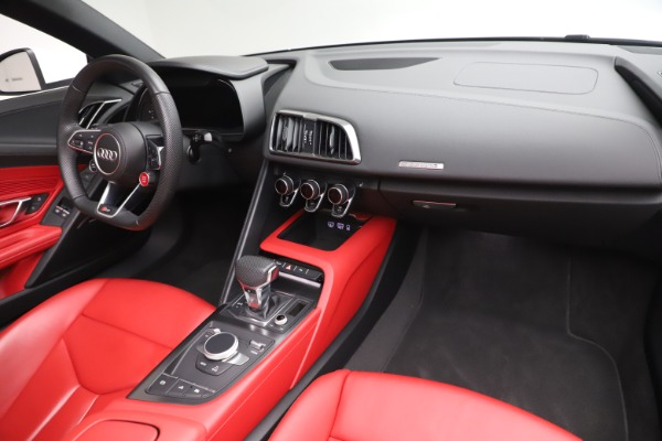 Used 2017 Audi R8 5.2 quattro V10 Spyder for sale $138,900 at Aston Martin of Greenwich in Greenwich CT 06830 23